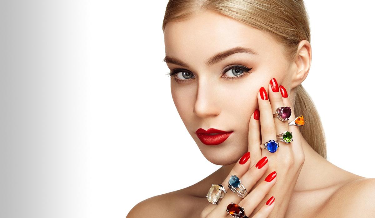 5 trenduri de bijuterii pe care merită să le încercați în această primăvară
